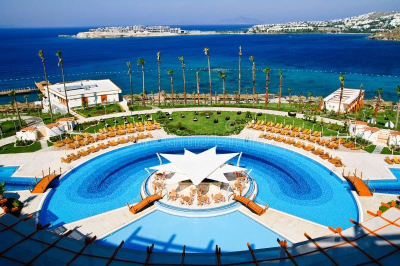 Download Poolside imagem de stock. Imagem de praia, cena, cadeira - 10064693