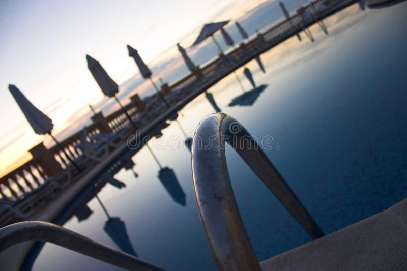 Download Poolside fotografering för bildbyråer. Bild av simning - 239313