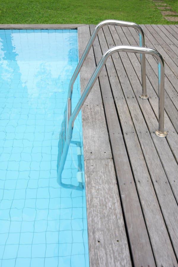 Poolside am Hinterhof stockfotografie