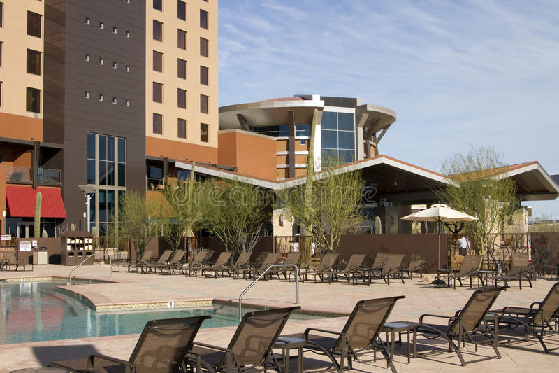 Poolside moderne d'hôtel de ressource de désert de vacances photos libres de droits
