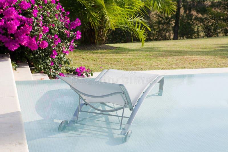 Poolside-Stuhl stockfotos