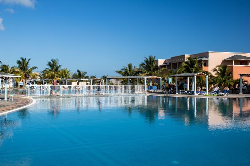 Poolweergeven bij de Toevlucht van Playa Paraiso in Cayo Coco, Cuba royalty-vrije stock afbeelding