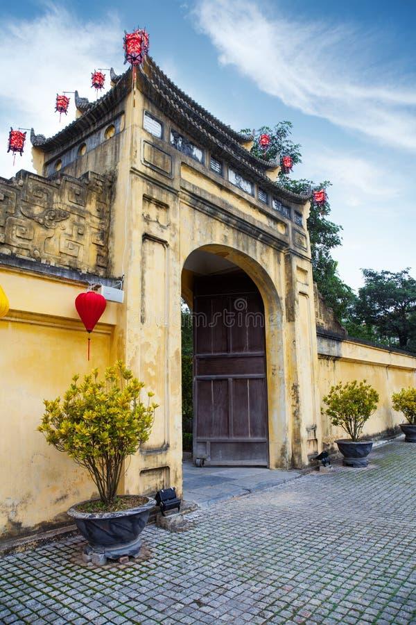 Poort aan Keizercitadel Thang Lang in Hanoi stock fotografie