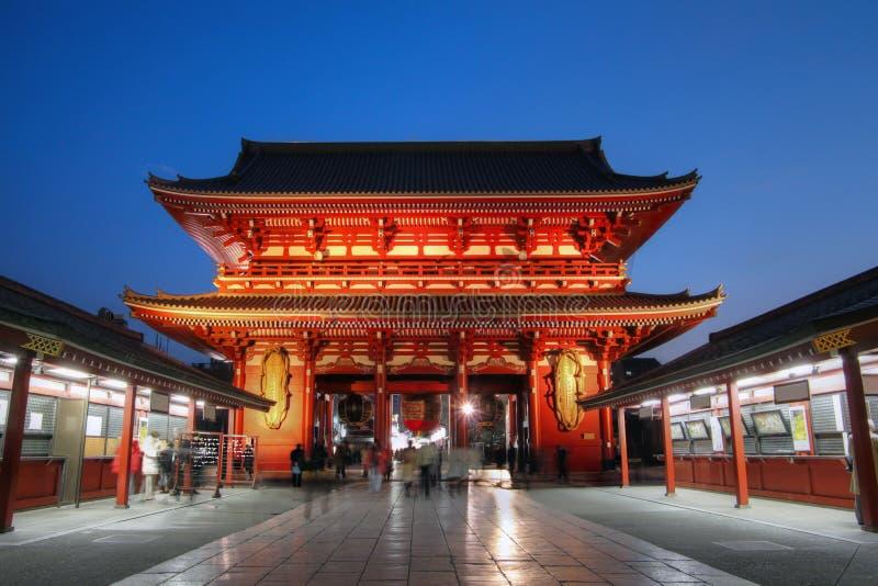 Poort bij Tempel Senso -senso-ji in Asakusa, Tokyo, Japan stock fotografie