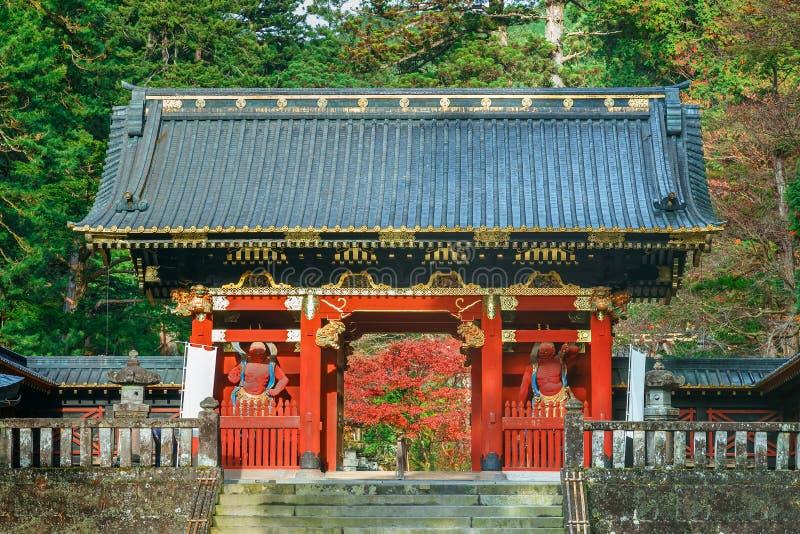 Poort nio -nio-mon in Taiyuinbyo - het Mausoleum van Tokugawa Iemitsu in Nikko stock foto's