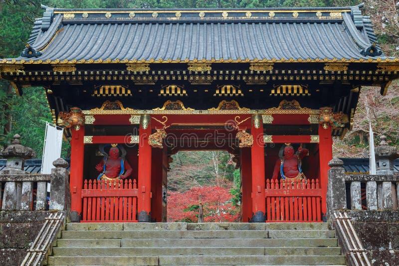 Poort nio -nio-mon in Taiyuinbyo - het Mausoleum van Tokugawa Iemitsu in Nikko stock fotografie