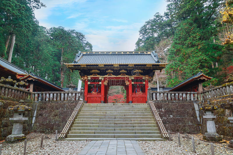 Poort nio -nio-mon in Taiyuinbyo - het Mausoleum van Tokugawa Iemitsu in Nikko royalty-vrije stock fotografie
