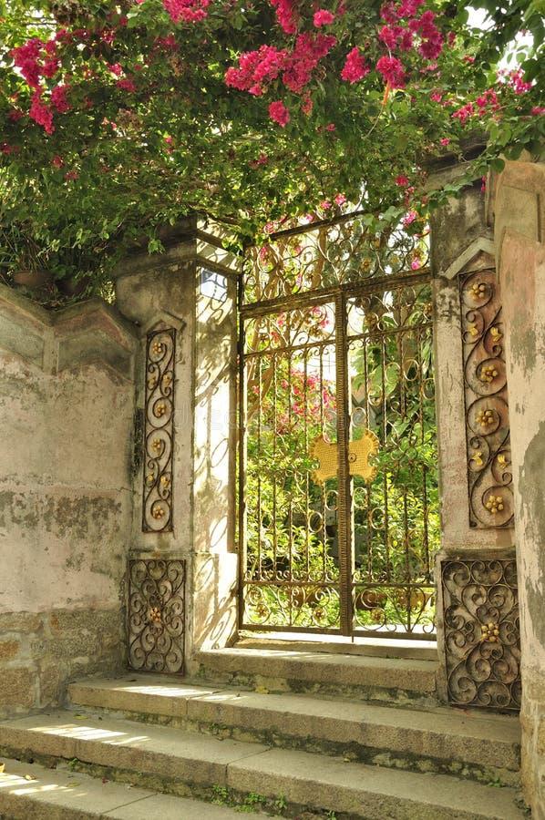 Poort van een oude Villa royalty-vrije stock foto
