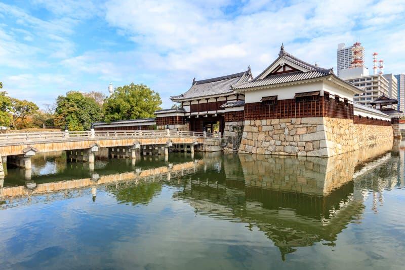 Poort van het kasteel van Hiroshima in de Prefectuur van Hiroshima, Chugoku-gebied stock afbeeldingen