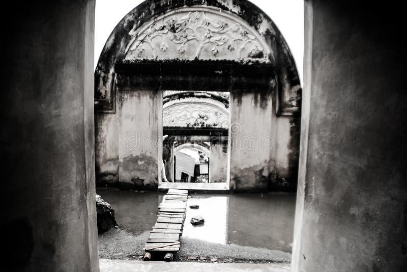 Poort van waterkasteel stock foto