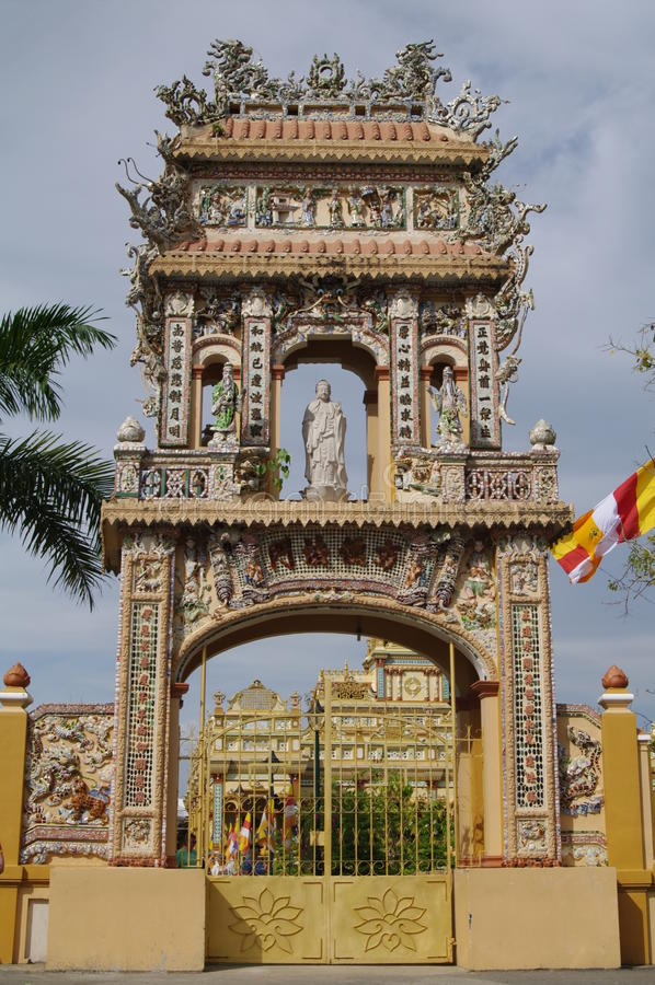 Poorten in de tempel van Boedha, Vietnam, MuiNe, PhanThiet royalty-vrije stock afbeelding