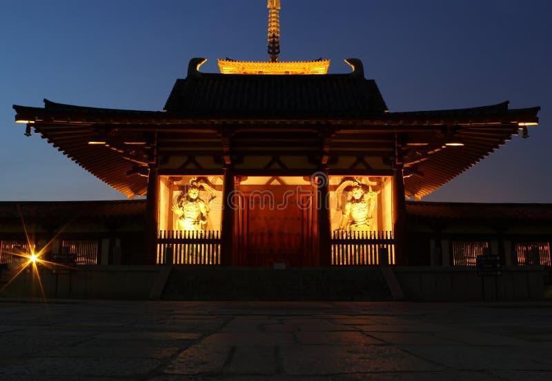 Poorten van Shitennoji-tempel in Osaka, Japan stock fotografie