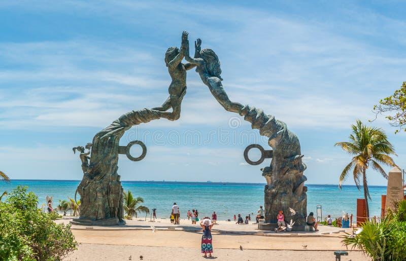 Poortmaya - Oceanfront-Bronsstandbeeld in Playa Del Carmen stock afbeeldingen