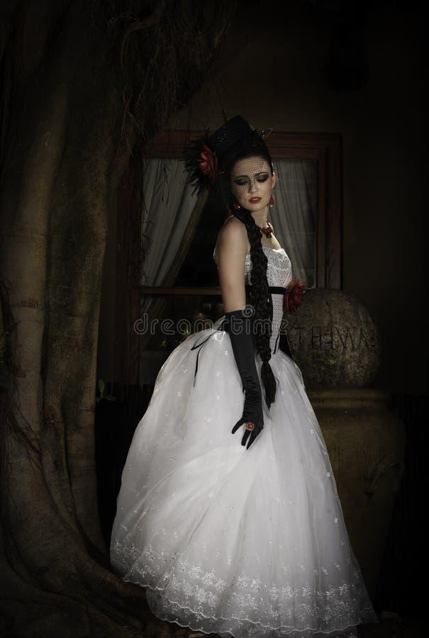 Poortrait della sposa di fantasia con il cappello e i glovees fotografia stock