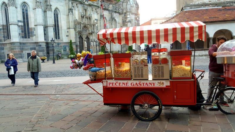 Pop kiosk van de graantribune op de stadscentrum 14/10/2017 van Slowakije met peo stock fotografie