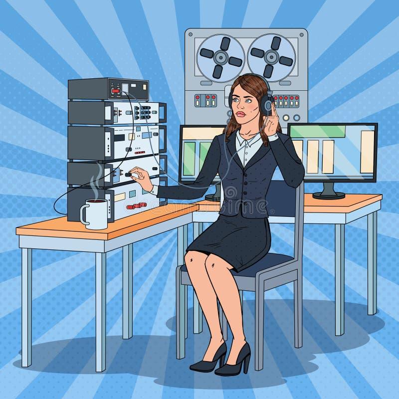 Pop Registreertoestel van Art Woman Wiretapping Using Headphones en van de Spoel Vrouwelijke Spionagent royalty-vrije illustratie