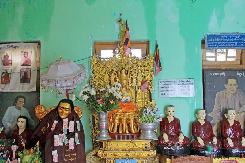 Popa Taungkalat寺庙菩萨图象,登上Popa,缅甸 免版税库存照片