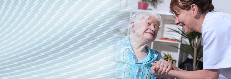 Poparcie starsze osoby sztandar panoramiczny zdjęcie stock