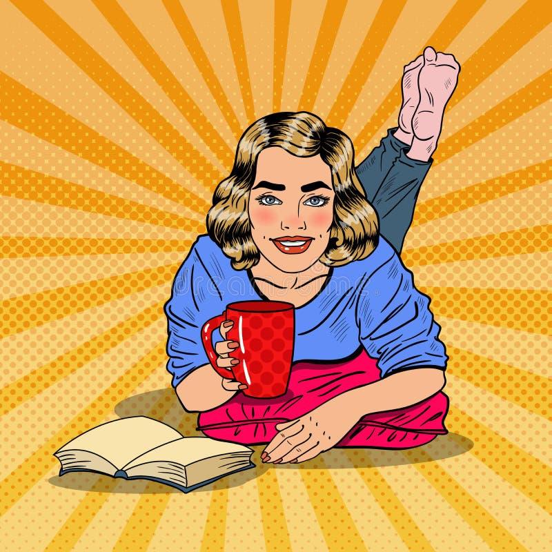 PopArt Young Smiling Woman Drinking kaffe och läsebok vektor illustrationer