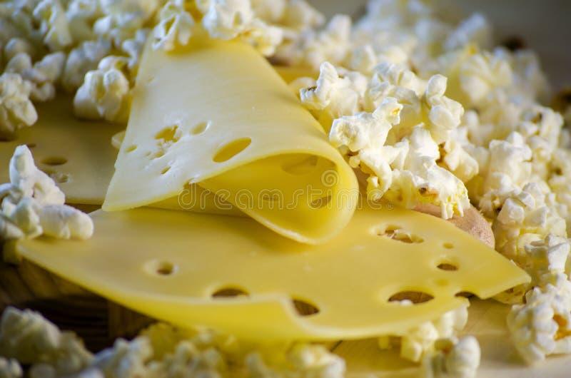 Popcorn και τυρί στοκ φωτογραφία με δικαίωμα ελεύθερης χρήσης