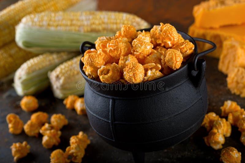 Popcorn καλαμποκιού κατσαρολών τυριών τυριού Cheddar στοκ φωτογραφία με δικαίωμα ελεύθερης χρήσης