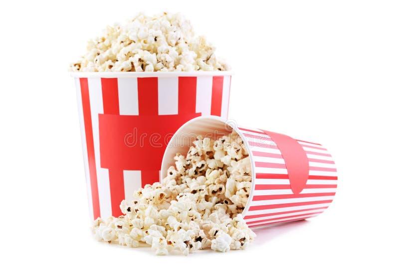 Popcorn στους ριγωτούς κάδους στοκ φωτογραφίες