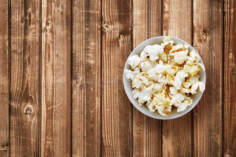 Popcorn στο κύπελλο στοκ φωτογραφία με δικαίωμα ελεύθερης χρήσης