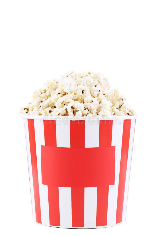 Popcorn στο ριγωτό κάδο στοκ φωτογραφία με δικαίωμα ελεύθερης χρήσης