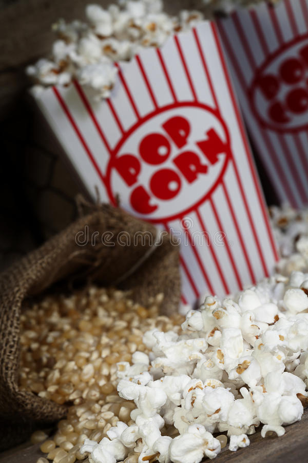 Popcorn 2 lizenzfreie stockbilder
