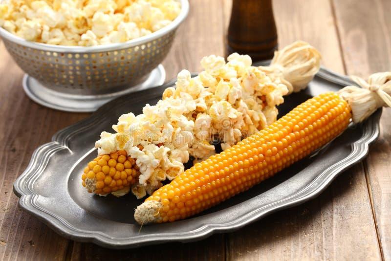 Popcorn auf dem Pfeiler stockbilder