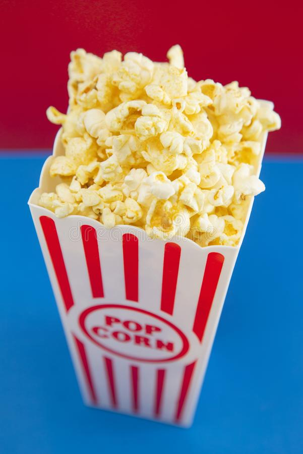 Popcorn bianco e blu rosso immagine stock libera da diritti
