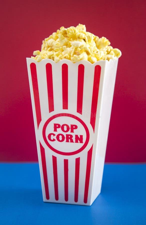 Popcorn bianco e blu rosso fotografia stock libera da diritti