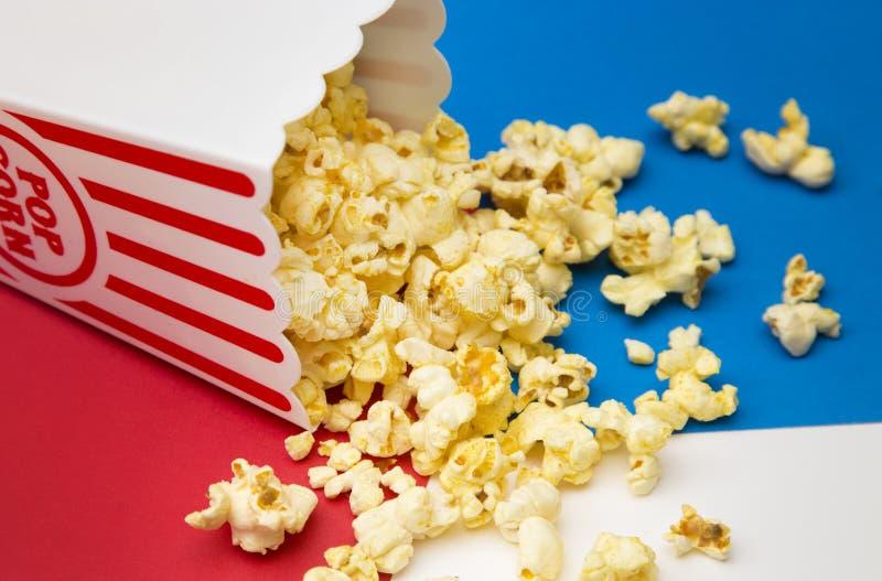 Popcorn bianco e blu rosso fotografie stock