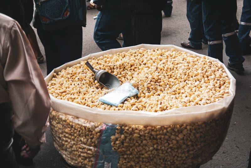 Popcorn Boliviaanse bazaar in La Paz, Bolivië royalty-vrije stock foto