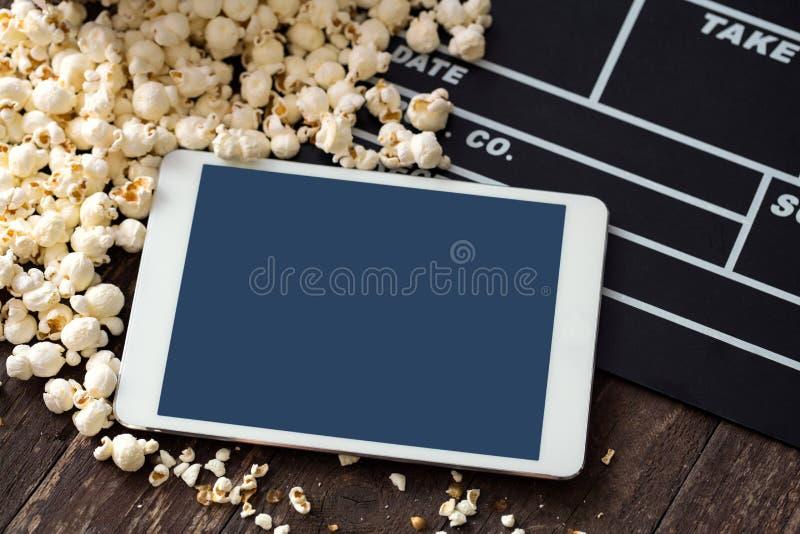 Popcorn di concetto del cinema, valvola, film, cinema, compressa, immagini stock