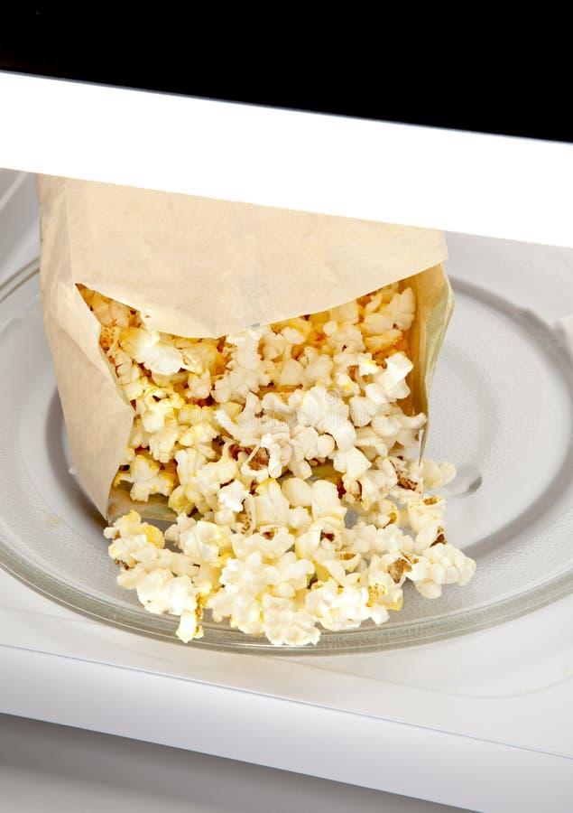 Popcorn di microonda immagine stock