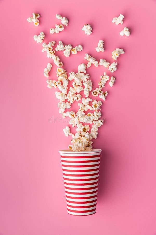 Popcorn in document kop royalty-vrije stock foto