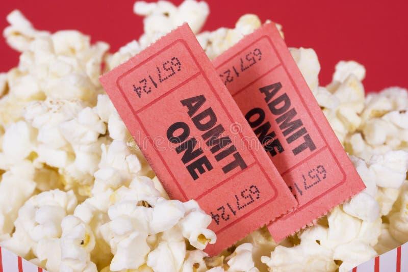 Popcorn en kaartjes stock fotografie