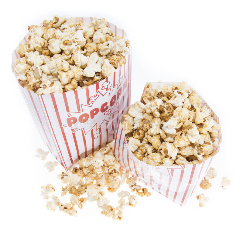Popcorn fatto fresco su bianco fotografia stock libera da diritti