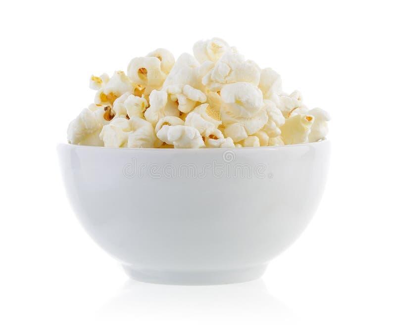 Popcorn in geïsoleerde kom stock foto