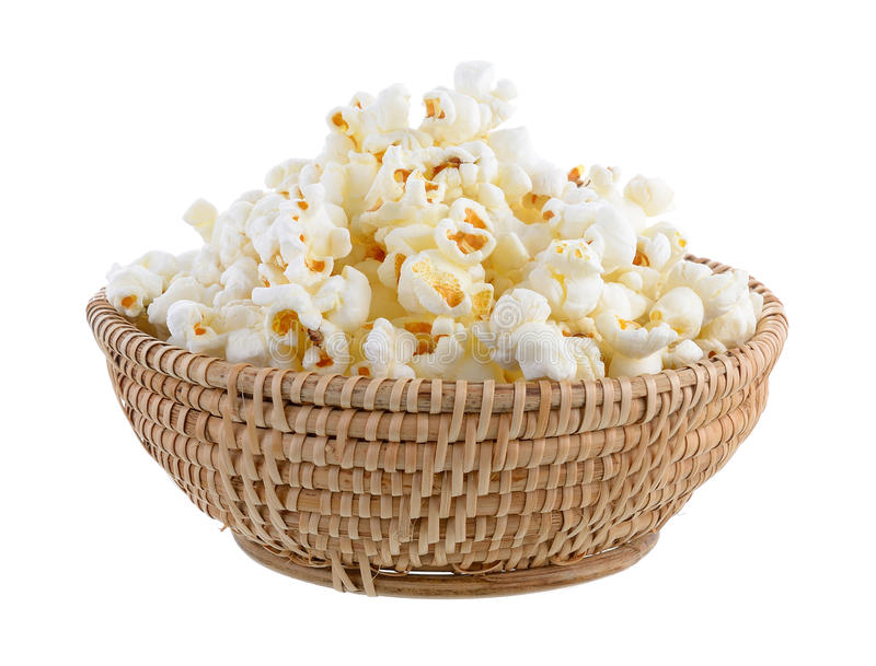 Popcorn in geïsoleerde mand royalty-vrije stock foto's