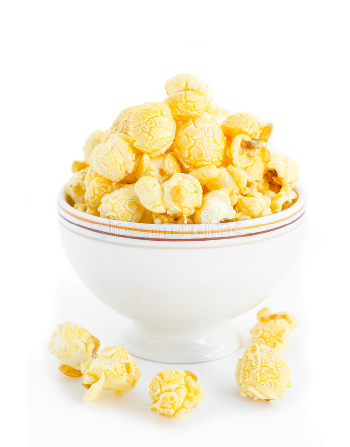 Popcorn i den vita bunken arkivbild