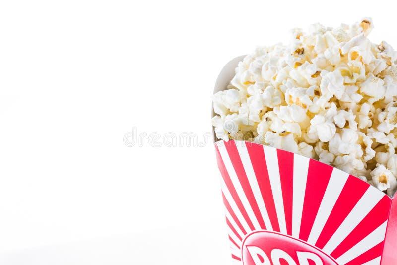 Popcorn inom förpacka gjorde randig isolerat royaltyfri fotografi