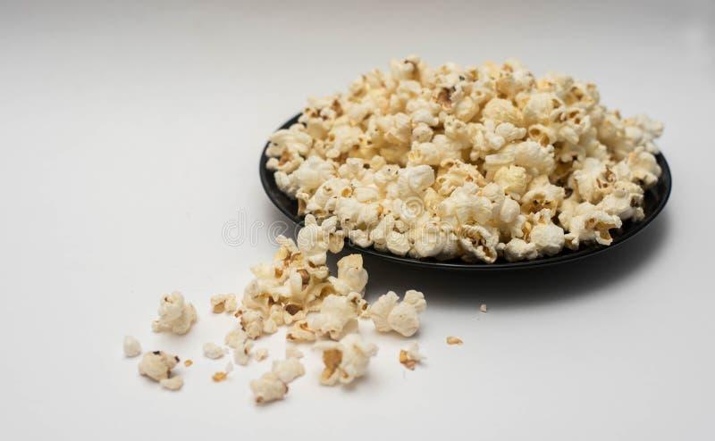 Popcorn op een witte achtergrond royalty-vrije stock fotografie