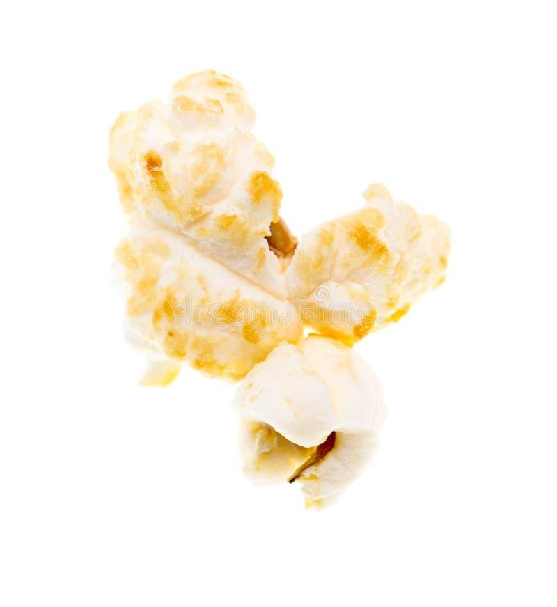 Popcorn på en vit bakgrund arkivbild