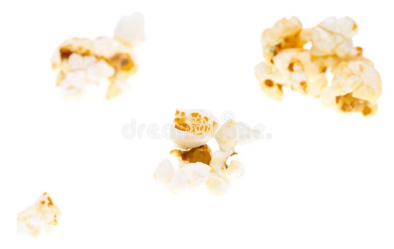 Popcorn på en vit bakgrund arkivfoto