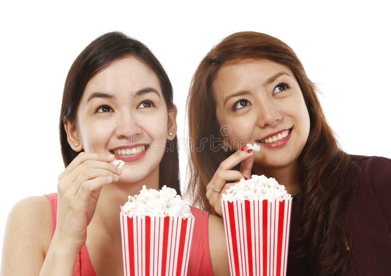 Popcorn på filmerna royaltyfria bilder