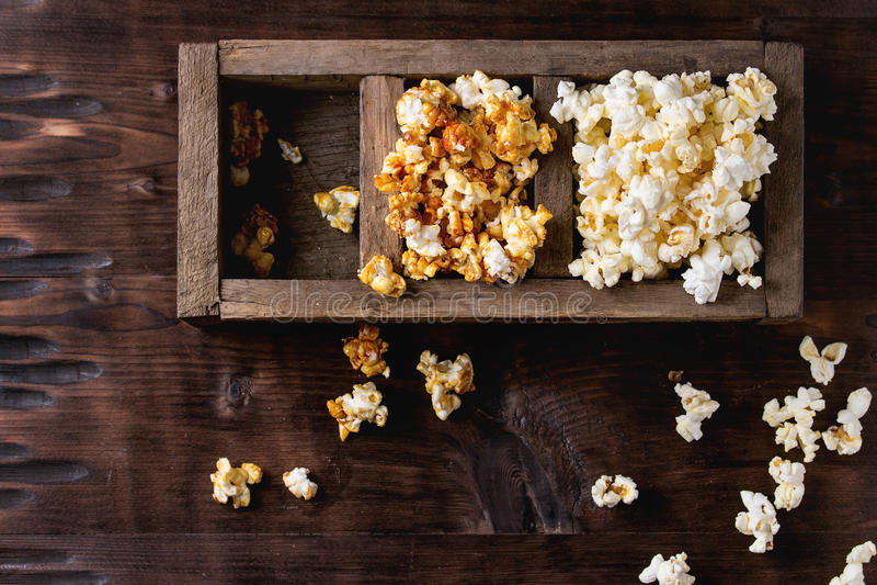 Popcorn salato pronto immagine stock