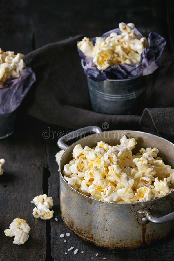 Popcorn salato pronto fotografia stock