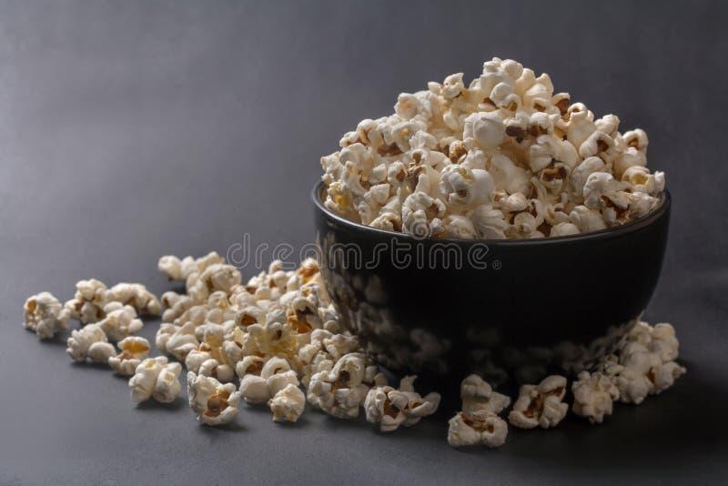 Popcorn in una ciotola immagine stock